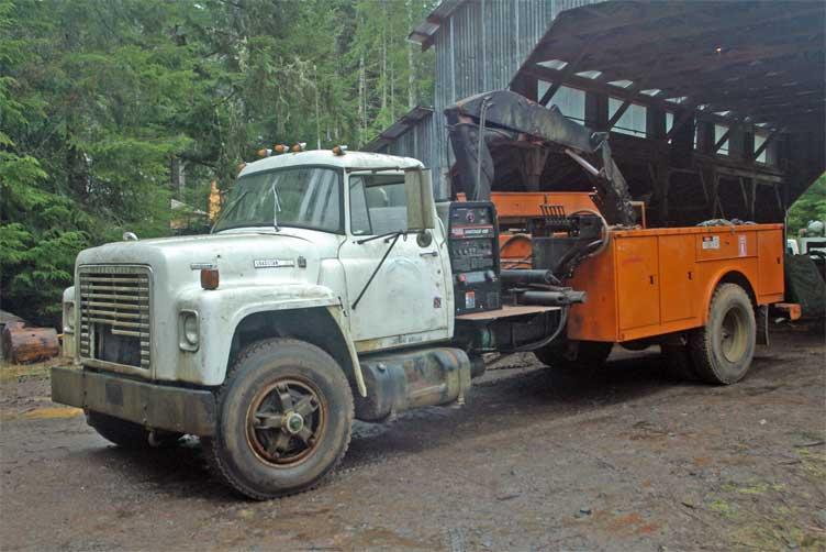 International IH Loadstar 1850 Diesel 466 welding rig
